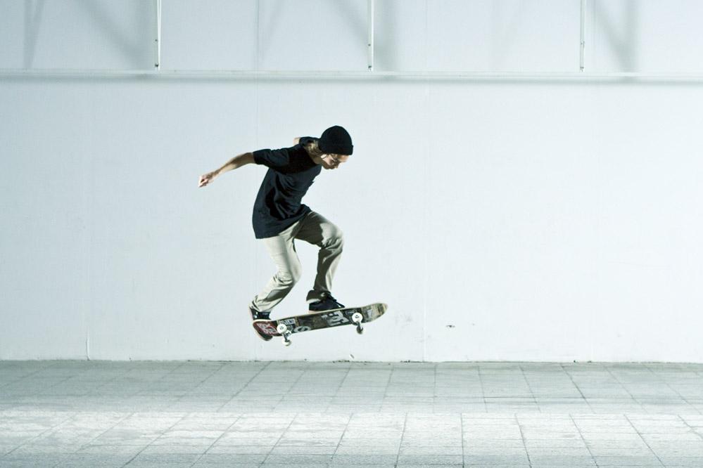 Ben Dillinger   Skateboard Trick Pop Shove It