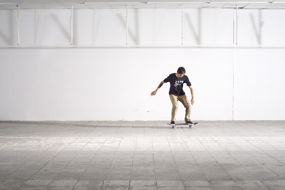 Skateboard Trick Switch Kickflip