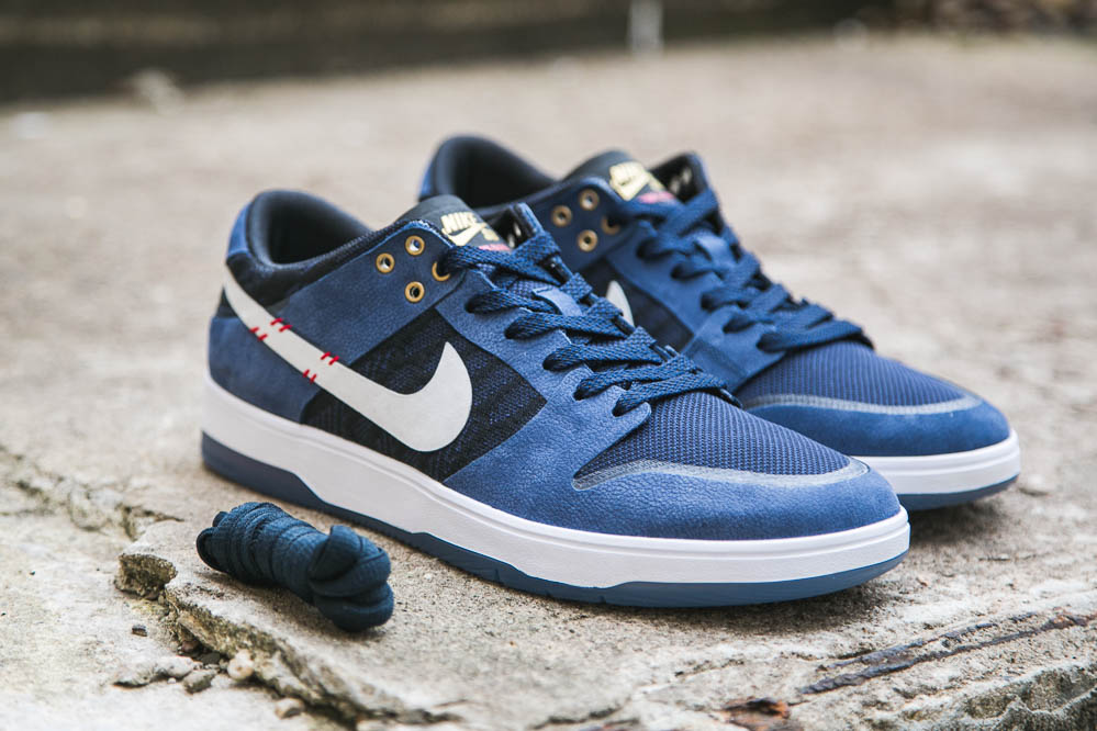 The Nike SB Zoom Dunk Low Elite QS by Sean Malto with a extra pair of laces