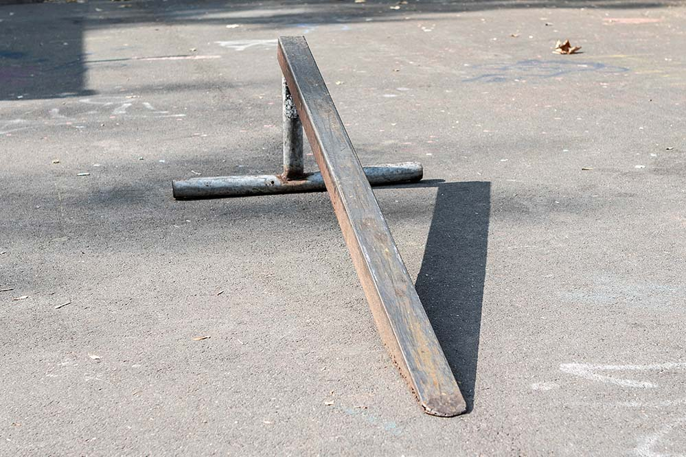 Skateboard Obstacle Pole