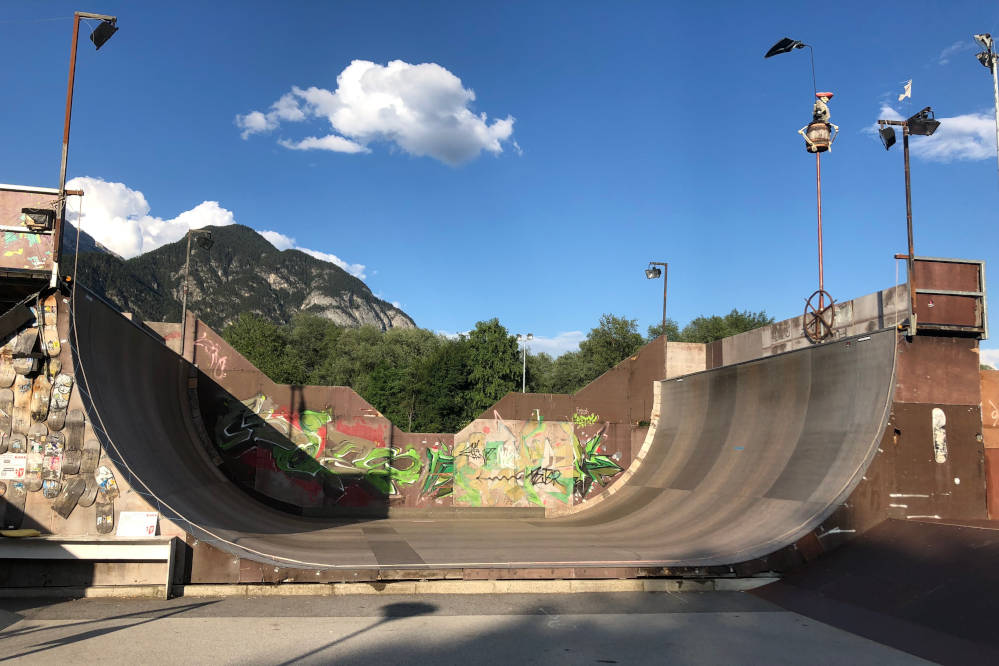 Skateboard Obstacle Halfpipe