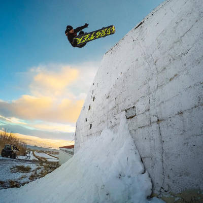 Lobster Team Eiki Helgason Tailgrab to Fakie